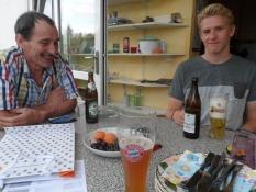 Hjemme igen i Wiesbaden får vi os alle et par øl/´Back home in Wiesbaden we enjoy quite a few beers