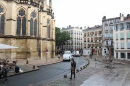 Bayonne, vor der Kathedrale Sainte-Marie de Bayonne