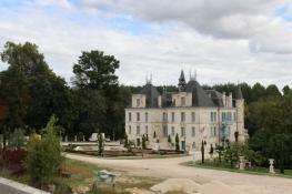 Guîtres, Château