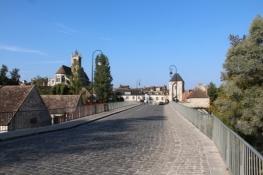 Moret, Brücke über den Loing und Stadttor