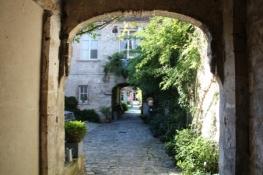 Senlis, Hinter einem Tor
