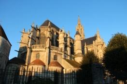 Kathedrale von Senlis im Morgenlicht