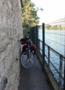 Enge Brückenunterführung an der Oise