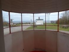 Kig ud af det gamle fyr ved siden af fyrmesterboligen/View out of the old lighthouse