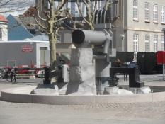 Skulptur på torvet i Nykøbing F/A sculpture on the market place of Nykoebing Falster