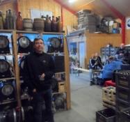I lagerhallen foregår ølsalget/Here the beer is sold