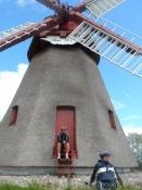 Et hvil ved den smukke vindmølle Havnbjerg mølle/A rest at the beautiful wind mill of Havnbjerg