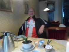 Bagefter fik vi sønderjysk brødtortʹ/As dessert we had ʺSouth Jutland breadtartʺ