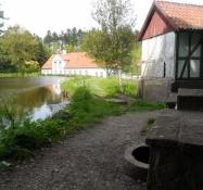 Skt. Olofs kilde, vandmøllen og hovedbygningen/St. Olofʹs well, a water mill and the main building