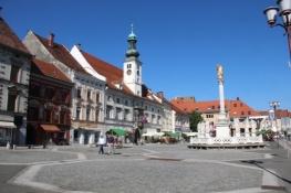 Rathaus und Pestsäule in Maribor