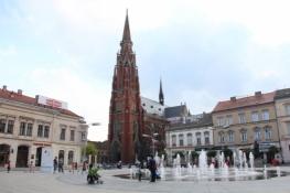 Osijek, Trg Ante Starčevića mit Peter-und-Paul-Kirche