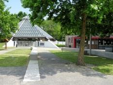 Emlékpark, Eingangsgebäude
