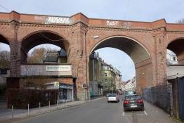 Viadukt in Wupertal-Barmen: der Bahntrassenradweg führt darüber!
