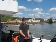 Færge over Rhinen/So ferry ʹcross the Rhine.