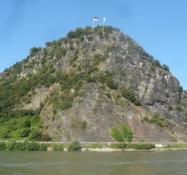 Loreley-klippen, hvor sømændene blev lokket i fordærv/The Loreley-cliff, where many sailors perished