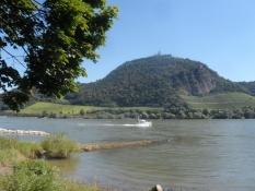 Ét af de sidste bjerge langs Rhinen. Nu bliver der mere fladt/One of the last hills along the Rhine.