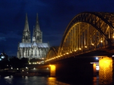 Aftentur til Rhinens modsatte bred/Evening stroll to the opposite river bank
