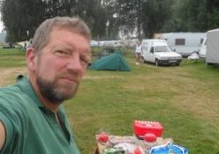 Morgenmadsselfie på campingpladsen/Breakfast selfie on the campsite