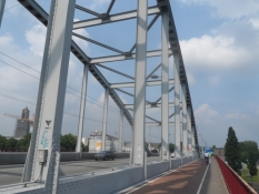 Den berømte John Frost-bro i Arnhem/The famous ʺbridge too farʺ in Arnhem