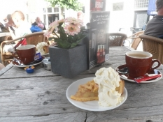 Kaffe og æblekage på torvet i Schoonhoven/Coffee and applepie in Schoonhoven