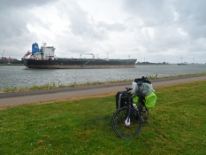 Store olietankskibe til eller fra Rotterdams oliehavn/Huge tankers to and from Rotterdamʹʹs oil port