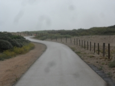 Perfekt cykelsti igennem klitter i elendigt vejr/Perfect bike path through the dunes in poor weather