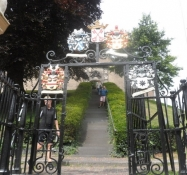 Trappen op til borgruinen De Burcht/The stairs up to the castle ruins of De Burcht