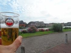 Amstel-øl og Amstel-flod sammen i Uithoorn/Amstel beer and Amstel river together at Uithoorn
