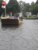 Færgen over Amstel ved Nessersluis er trukket af et kabel/The ferry cross the Amstel is wire drawn