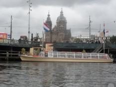 Vi tog en kanalrundfart med sådan en skude/We made a canal cruise on such a boat