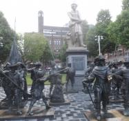 Rembrandtplein med en statue af maleren og personagen fra ʺNattevagtenʺ foran/Rembrandtplein