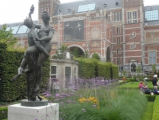 Statuer i Rijksmuseums have/Statues in the Dutch National Museumʹs garden