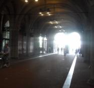 Der går selvfølgelig en cykelsti igennem Nationalmuseet/Thereʹs a bike path through the museum