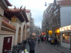 Gaden Zeedijk midt i Chinatown/The street Zeedijk in the middle of Chinatown