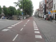 NB! bredden: Cykelsti til venstre, bilvej til højre/Mind the width: Bike lane left, car lane right