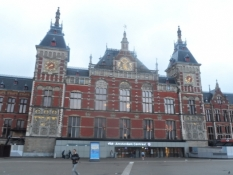 Amsterdams hovedbanegård ligner et palads/Amsterdamʹs central station looks like a palace