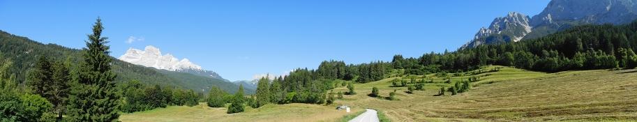 nach Vodo di Cadore: Monte Pelmo (links)