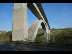 Eisenbahn-Brücke in Limburg an der Lahn-Eschhofen