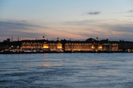 "Bordeaux, ""facade"" to the Garonne"