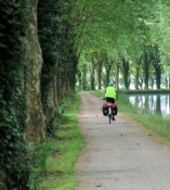 Cycle path along the Canal latéral à la Garonne