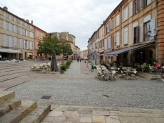Moissac, Restaurants at the square in front of the monastery