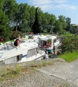 Canal du Midi, locking of cabin cruisers