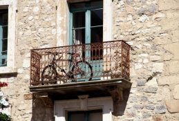 Narbonne, bicycle parking needs imagination