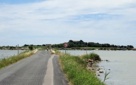 Road towards Maguelone