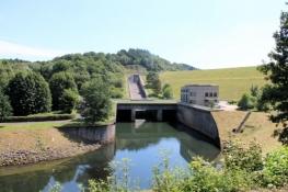 Unterhalb des Staudamms der Wuppertalsperre