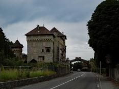 Tourronde: Chateaux Route Nationale