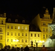 The same square by night. Quite enchanting!