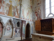 In the castle chapel medieval mural paintings can be seen