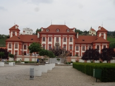 The residential palace Troja sits down to the river right next to the zoo