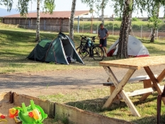 Vore telte står kun lige uden for murene for den store fæstning i Terezín/Theresienstadt